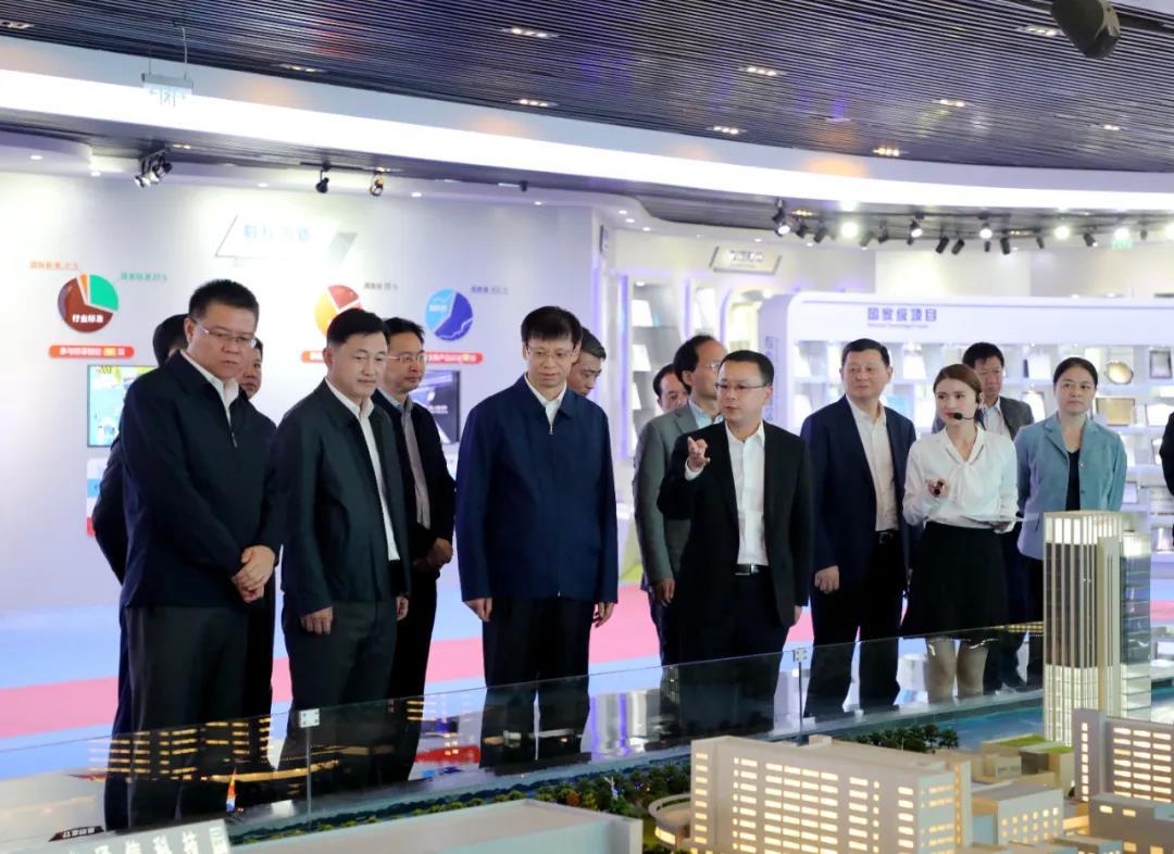 江苏省委常委、苏州市委书记许昆林调研亨通集团