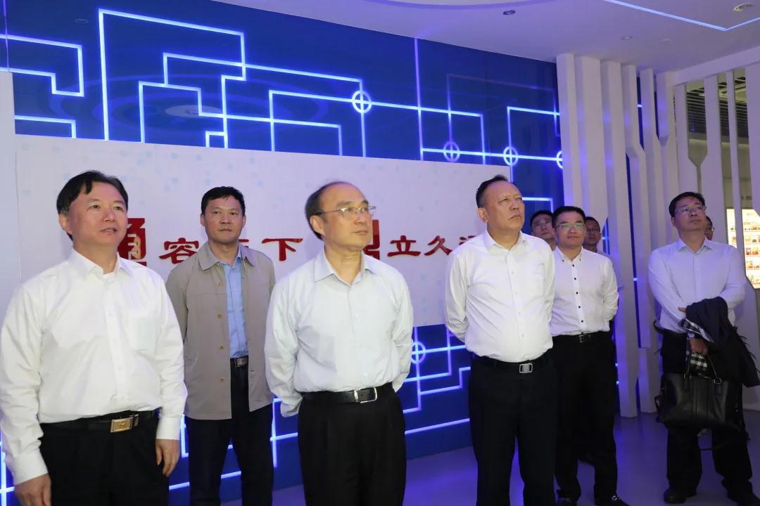 苏州市人大常委会主任陈振一走访通鼎集团