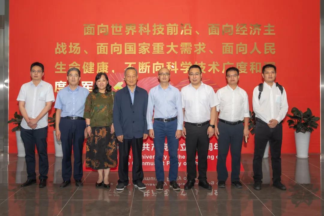 中国进出口银行江苏省分行行长助理吴宏亮一行调研中天科技
