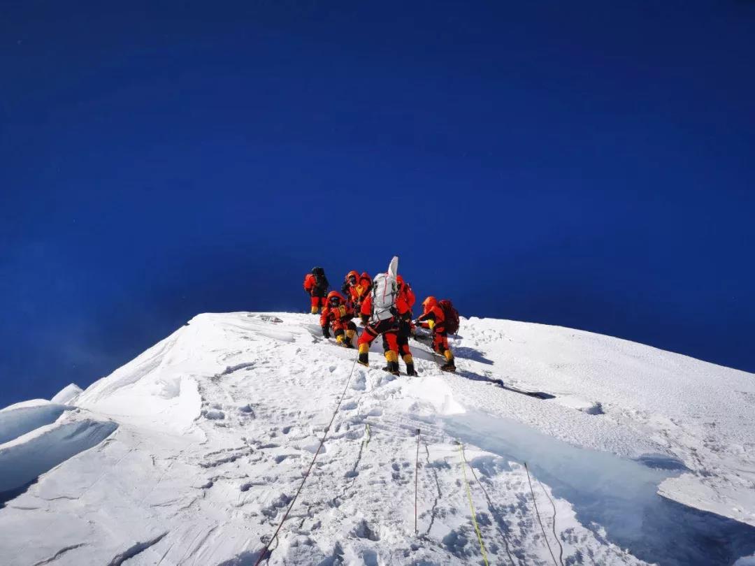 中国移动5G成功保障测量登山队登顶珠峰!